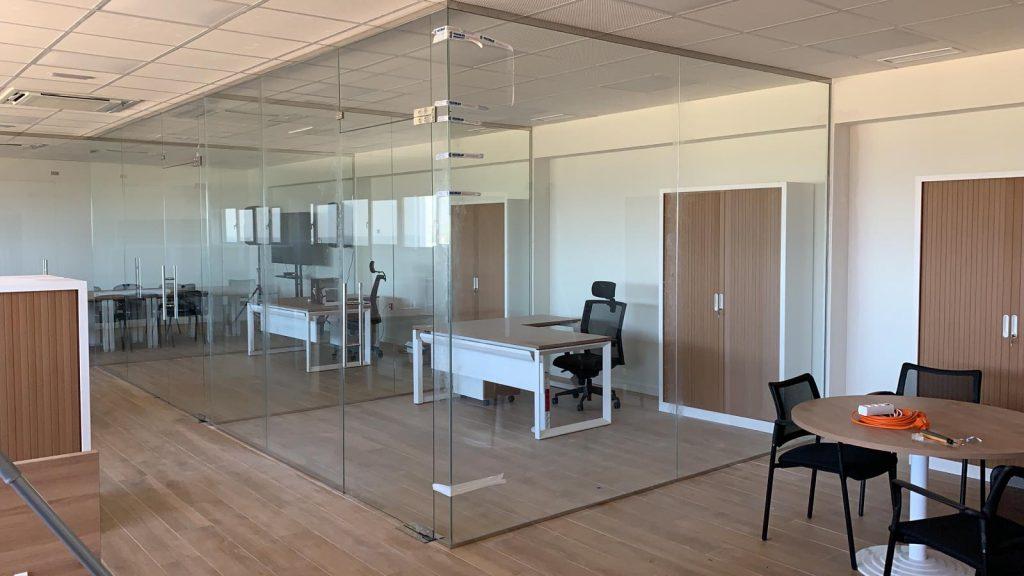 mampara de oficina en Sevilla Cristalería y Aluminios Guzmán