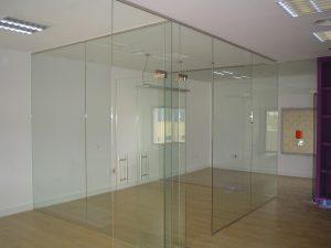 fabricante mamparas de oficina en Sevilla - Cristalería y Aluminios Guzmán
