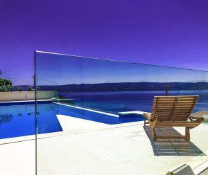 cristaleria sevilla cerramiento picina con vidrio cristaleria y aluminios guzman