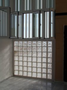 bloques de vidrio Cristalería y Aluminios Guzmán en Sevilla