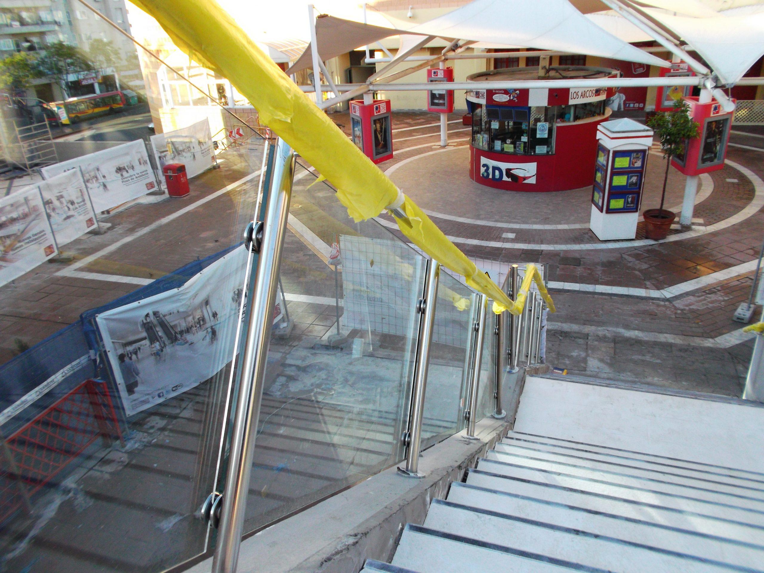 Barandilla de Cristal Centro Comercial Los Arcos - Cristalería y Aluminios Guzmán en Sevilla