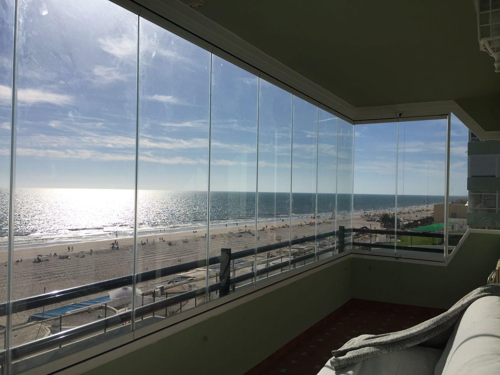 cortina de vidrio apartamento matalascañas cristaleria y aluminios guzman
