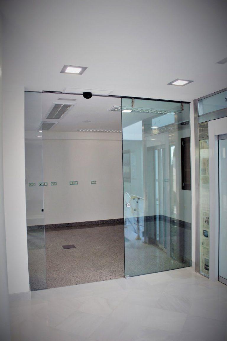 mamparas de oficina puerta corredera clinica