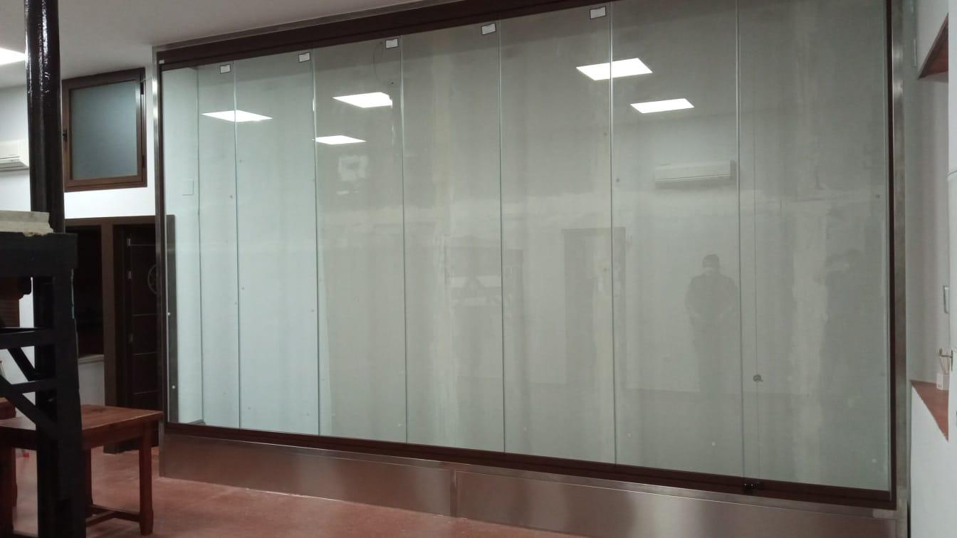 cortina de vidrio para hermandad cristaleria y aluminios guzman